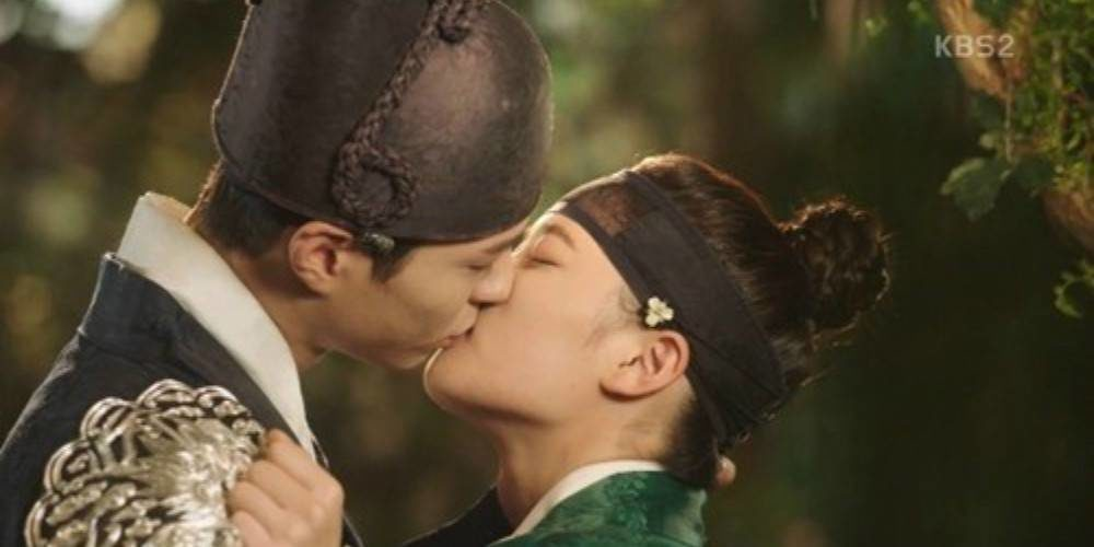 Ciuman Panas Park Bo Gum dan Kim Yoo Jung Bikin Rating 'Moonlight Drawn By Clouds' Capai 20%