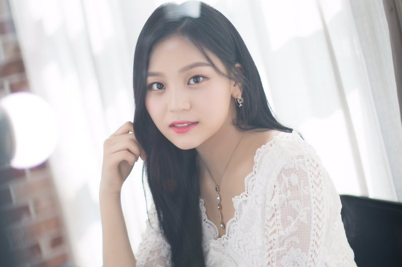 Umji GFRIEND Unjuk Vokal Imut Menyegarkan di Cover 'Put Your Records On' Corinne Bailey Rae