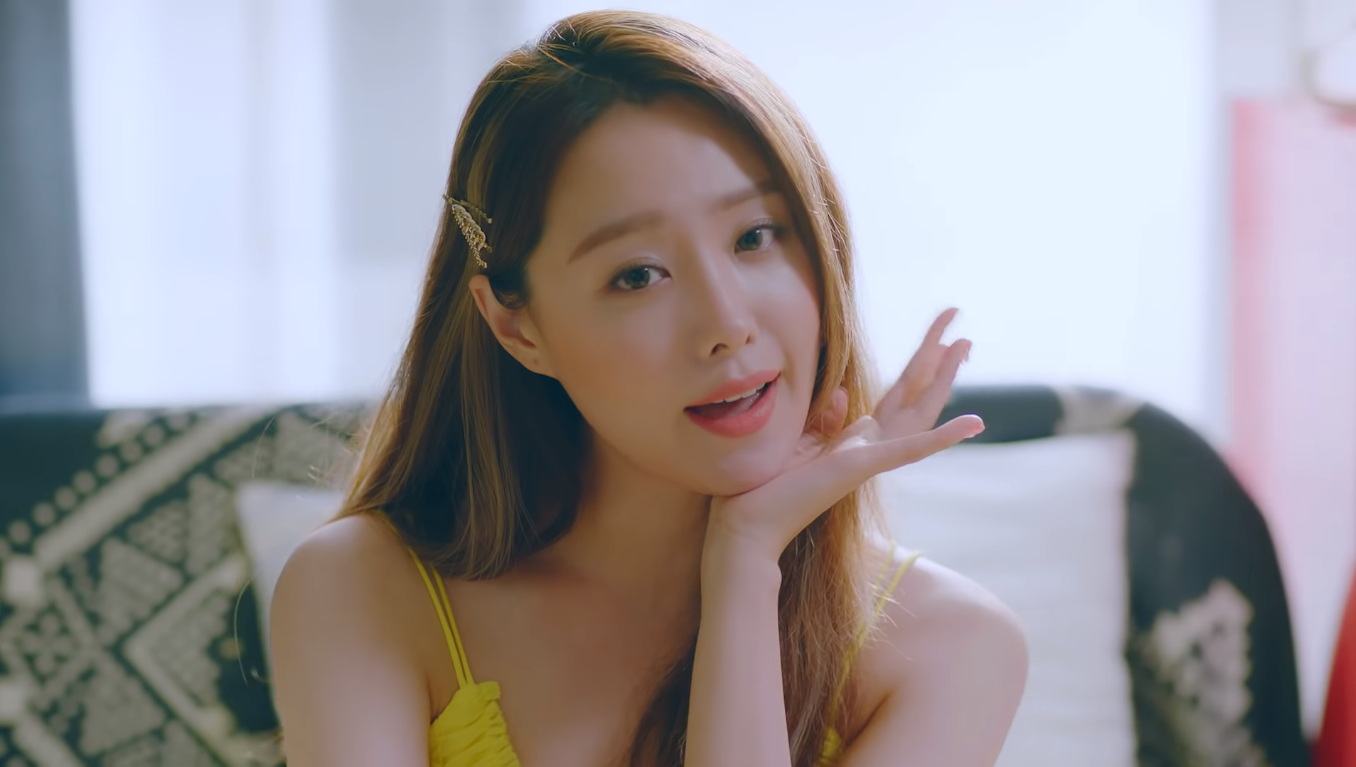 Song Ji Eun Nikmati Musim Panas di MV Comeback 'Make It Love'