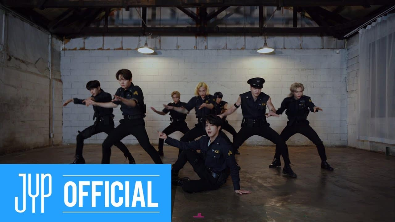 Stray Kids Tampil Gagah dan Macho Dalam Video Dance Practice 'Back Door'