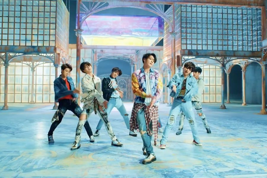 MV 'Fake Love' BTS 800 Juta Views, Big Hit Rilis Foto Poster Spesial Para Member